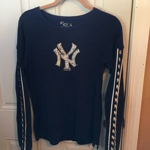 Long Sleeve Ladies New York Yankees Shirt - Large